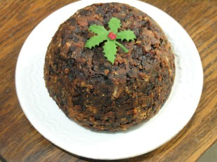 This image has an empty alt attribute; its file name is christmas-pudding.jpg